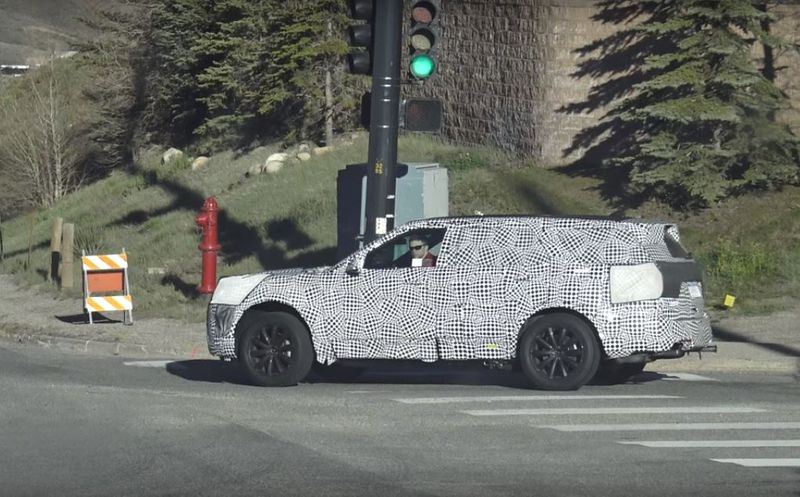 2019 ford explorer spied prototype hides big design changes 1 091009 - Ford Explorer 2019, cảm hứng từ hiện tại