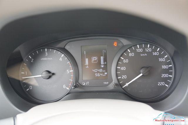 ồng hồ hiển thị Nissan Navara 2.5 MT 4WD hay Nissan Navara SL - Nissan Navara 2.5 MT 4WD (SL): Giá bán, hình ảnh, vận hành và an toàn