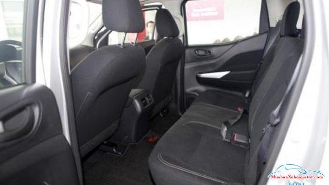 Hàng ghế sau Nissan Navara 2.5 MT 2WD hay Nissan Navara E - Nissan Navara 2.5 MT 2WD (E): Giá bán, giá lăn bánh, giá mua trả góp