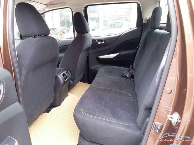Hàng ghế sau Nissan Navara 2.5 MT 4WD hay Nissan Navara SL - Nissan Navara 2.5 MT 4WD (SL): Giá bán, hình ảnh, vận hành và an toàn