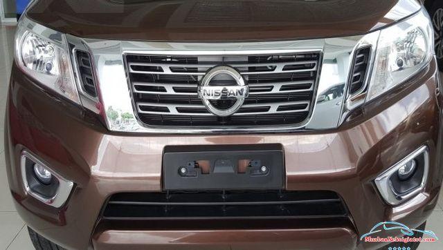 Lưới tản nhiệt Nissan Navara 2.5 MT 4WD hay Nissan Navara SL - Nissan Navara 2.5 MT 4WD (SL): Giá bán, hình ảnh, vận hành và an toàn