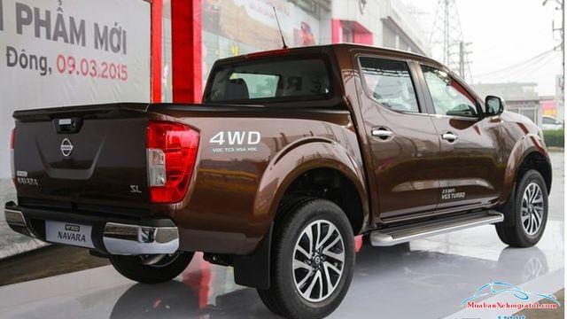 Thân sau phải Nissan Navara 2.5 MT 4WD hay Nissan Navara SL - Nissan Navara 2.5 MT 4WD (SL): Giá bán, hình ảnh, vận hành và an toàn