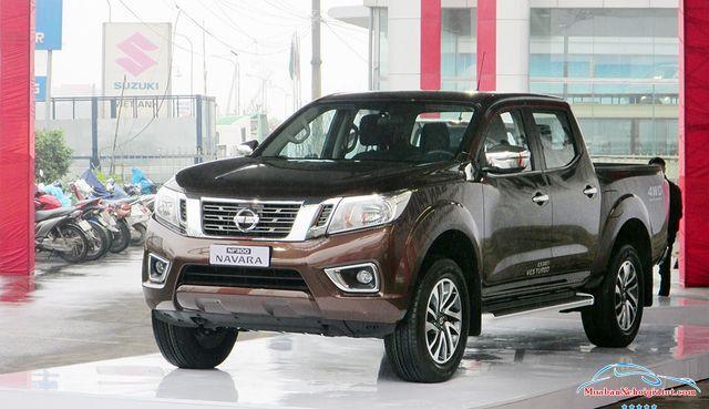 Thân trước phải Nissan Navara 2.5 MT 4WD hay Nissan Navara SL - Nissan Navara 2.5 MT 4WD (SL): Giá bán, hình ảnh, vận hành và an toàn