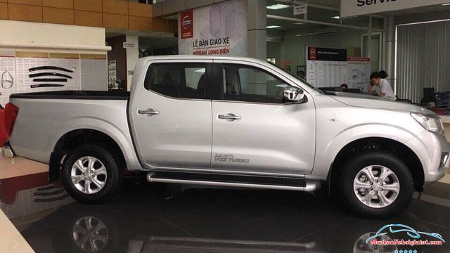 Thân xe Nissan Navara 2.5 MT 2WD hay Nissan Navara E - Nissan Navara 2.5 MT 2WD (E): Giá bán, giá lăn bánh, giá mua trả góp