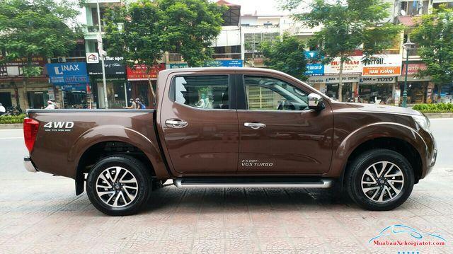 Thân xe Nissan Navara 2.5 MT 4WD hay Nissan Navara SL - Nissan Navara 2.5 MT 4WD (SL): Giá bán, hình ảnh, vận hành và an toàn