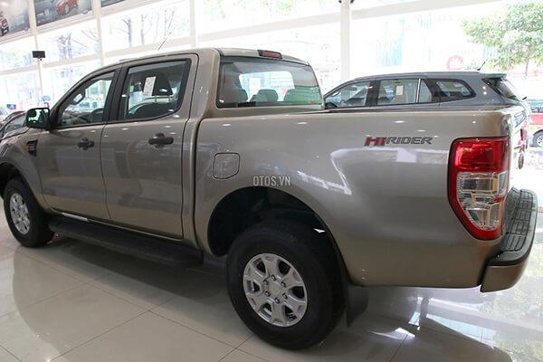 Ford Ranger XLS 2 2 4x2 MT Muaxegiatot vn 7 - So sánh Toyota Hilux 2.4G MT 4x4 và Ford Ranger XLT 2.2L MT 4x4  (Số sàn, 2 cầu)