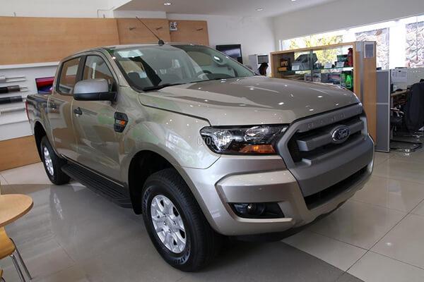 Ford Ranger XLS 2 2 4x2 MT Muaxegiatot vn 8 - So sánh Toyota Hilux 2.4G MT 4x4 và Ford Ranger XLT 2.2L MT 4x4  (Số sàn, 2 cầu)