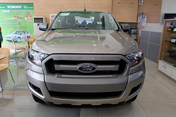 Ford Ranger XLS 2 2 4x2 MT Muaxegiatot vn 9 - So sánh Toyota Hilux 2.4G MT 4x4 và Ford Ranger XLT 2.2L MT 4x4  (Số sàn, 2 cầu)