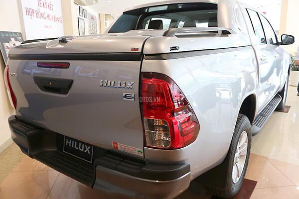Toyota Hilux 2 4E MT Muaxegiatot vn 1 - So sánh Toyota Hilux 2.4G MT 4x4 và Ford Ranger XLT 2.2L MT 4x4  (Số sàn, 2 cầu)