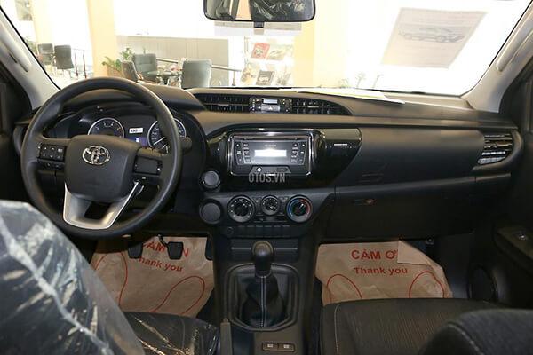 Toyota Hilux 2 4E MT Muaxegiatot vn 3 - So sánh Toyota Hilux 2.4G MT 4x4 và Ford Ranger XLT 2.2L MT 4x4  (Số sàn, 2 cầu)