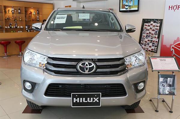 Toyota Hilux 2 4E MT Muaxegiatot vn 7 - So sánh Toyota Hilux 2.4G MT 4x4 và Ford Ranger XLT 2.2L MT 4x4  (Số sàn, 2 cầu)