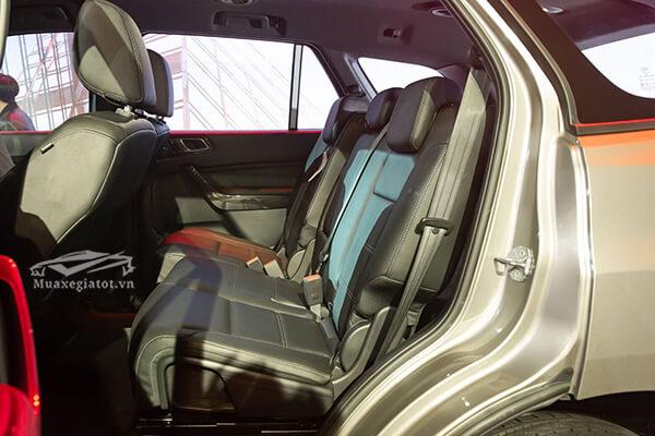 hang ghe thu hai ford everest 2018 2019 titanium 20 at 1cau muaxegiatot vn - So sánh Ford Everest Titanium 2.0L AT 4WD và Toyota Fortuner 2.8V 4x4 AT (bản cao cấp)