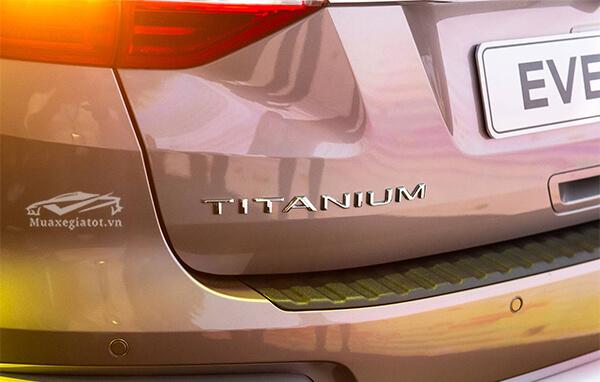 logo-titanium-ford-everest-2018-2019-titanium-20-at-1cau-muaxegiatot-vn