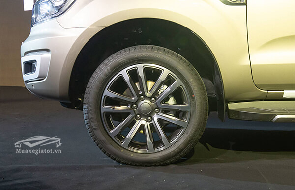 mam-xe-ford-everest-2018-2019-titanium-20-at-1cau-muaxegiatot-vn