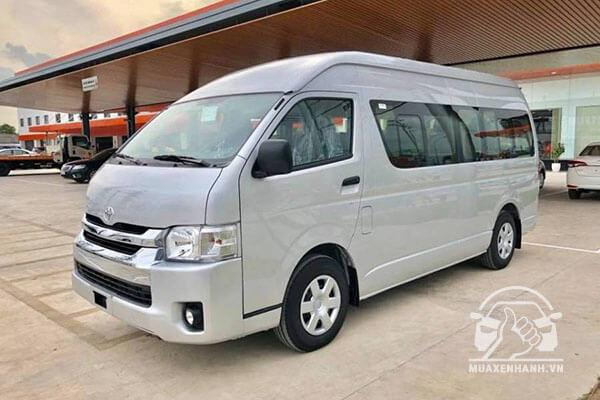 Toyota Hiace 2019 có giá bán 999 triệu đồng