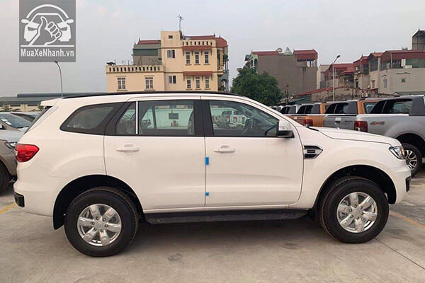 hong-xe-ford-everest-ambiente-so-san-muaxenhanh-vn-1