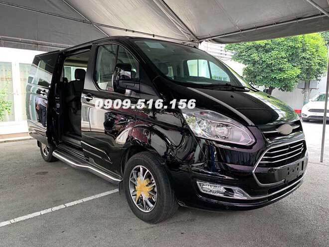 1-hinh-anh-ford-tourneo-2019-2020-mau-den-xuat-hien-muaxegiatot-com