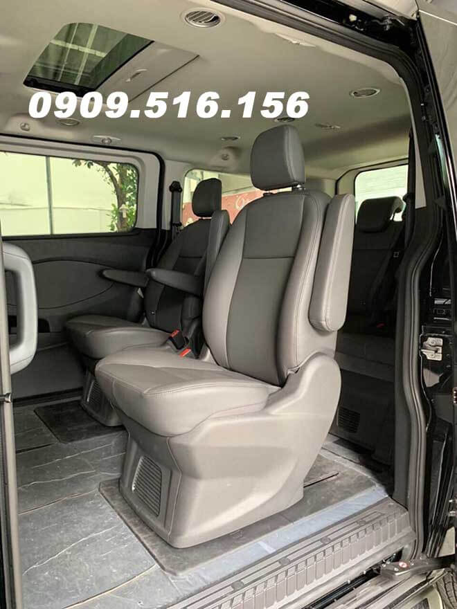 tran-xe-ford-tourneo-2019-2020-mau-den-xuat-hien-muaxegiatot-com
