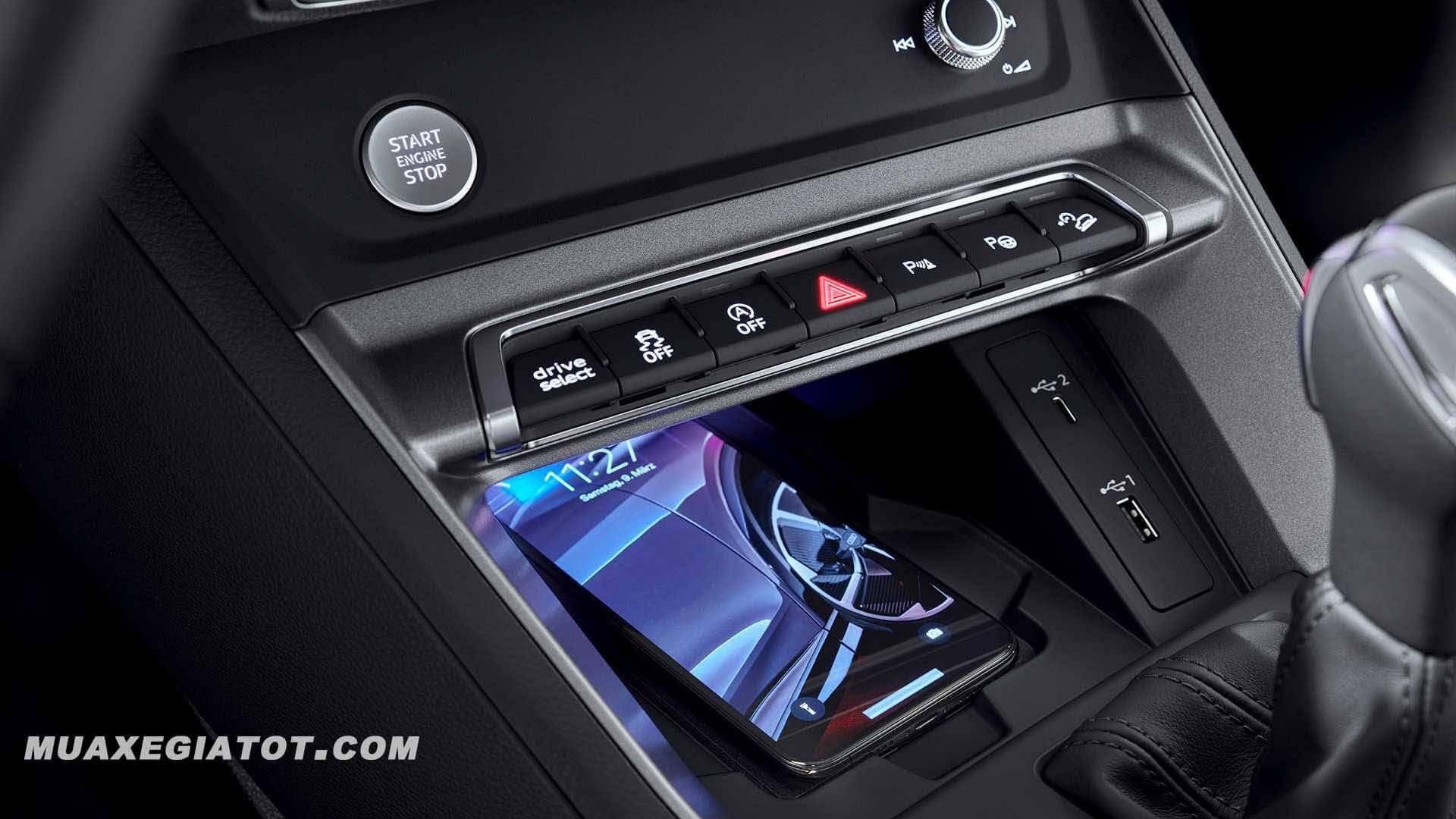 nut-de-xe-audi-q3-sportback-2020-muaxegiatot-com