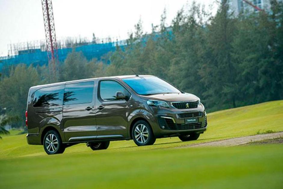 peugeot traveller 2020 ford saigon vn - Kia Sedona 2022 có đủ sức cạnh tranh với Peugeot Traveller và Ford Tourneo