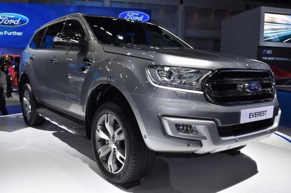 Ford Everest màu bạc đẳng cấp