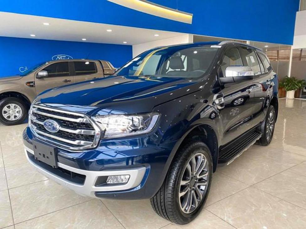 Ford Everest xanh thiên thanh cực thu hút