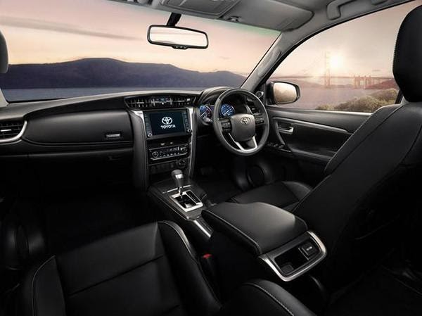 Nội thất hiện dại sang trọng  - Đánh giá xe Toyota Fortuner 2021, Bản cập nhật nhiều tính năng