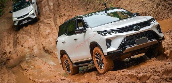 Tốc dộ vận hành vượt trội  - Đánh giá xe Toyota Fortuner 2021, Bản cập nhật nhiều tính năng