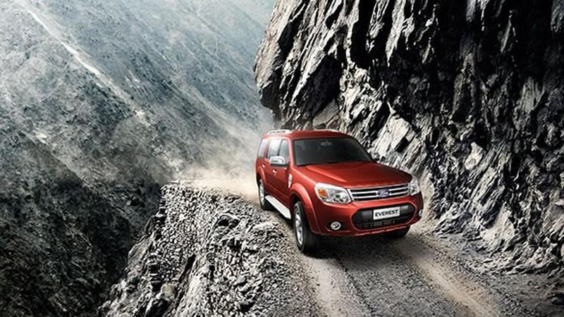 Ford Everest băng qua dược nhiều cung dường khó nhằn  - Sự khác biệt giữa Pajero Sport 2021 và Ford Everest 2021 đều cùng nằm trong phân khúc SUV 7 chỗ