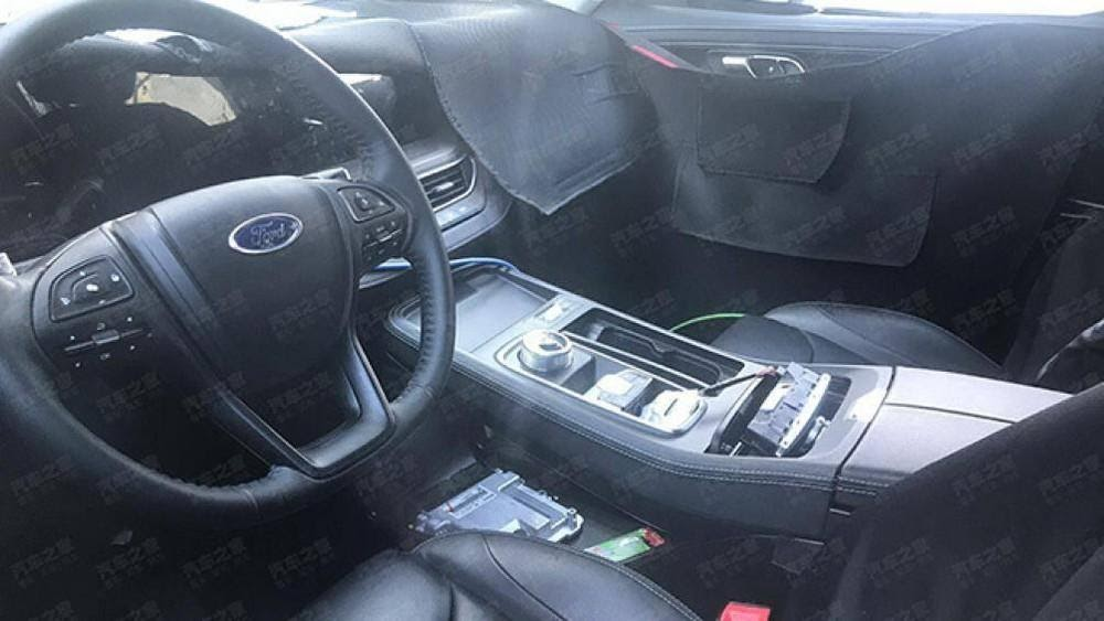 Ford Everest có nhiều nâng cấp mới  - Sự khác biệt giữa Pajero Sport 2021 và Ford Everest 2021 đều cùng nằm trong phân khúc SUV 7 chỗ