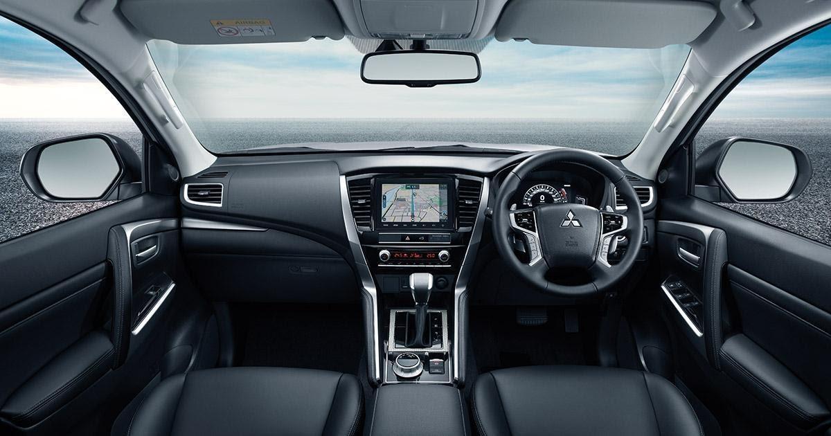 Khoang lái Pajero sử dụng chất liệu xịn sò  - Sự khác biệt giữa Pajero Sport 2021 và Ford Everest 2021 đều cùng nằm trong phân khúc SUV 7 chỗ